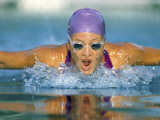 close-up-of-a-young-woman-swimming-the-butterfly-stroke